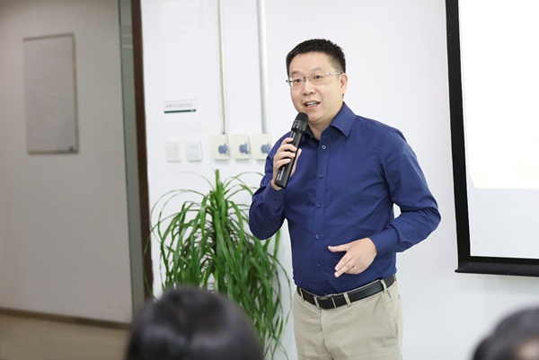 香港大学SPACE中国商业学院师生一行参访新东方