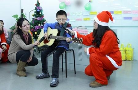 小学 表演/小学员的吉他表演