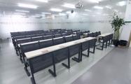 70人班教室